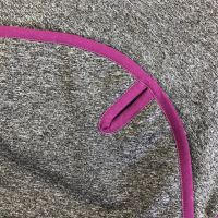 Aesthetic Softshellová pikniková deka - šedá melange s fialovým lemem Rozměr: 145x200 cm - velká  s popruhem